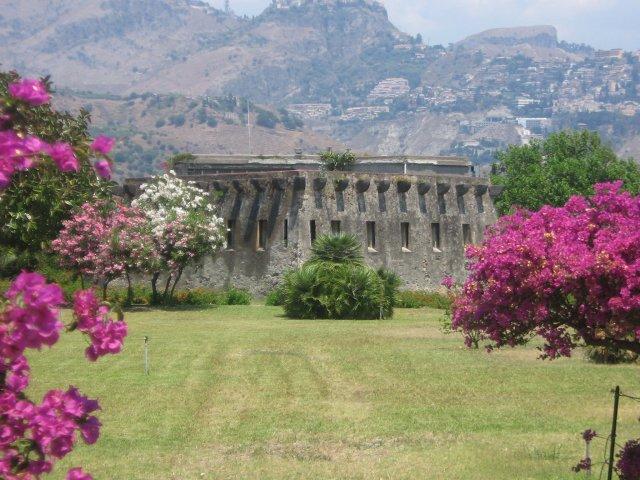 Il fortino borbonico di giardini naxos me - I giardini di naxos ...